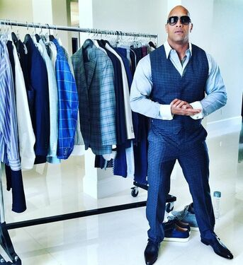 Bodybuilder suit, suit fit for a bodybuilder, tailored suit bodybuiilder, muscular men suit